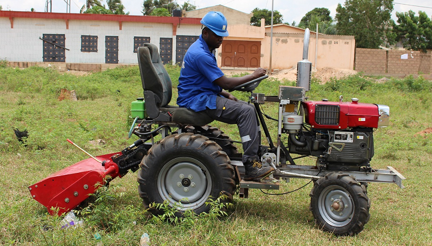 Un mini-tracteur made in Togo
