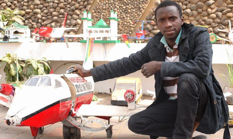 Sénégal : A 20 ans , Boubacar Sow fabrique des «avions»