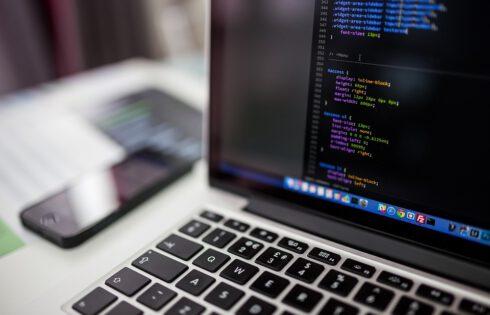 Andela et OpenClassrooms outillent les développeurs logiciels au Rwanda et en Tanzanie