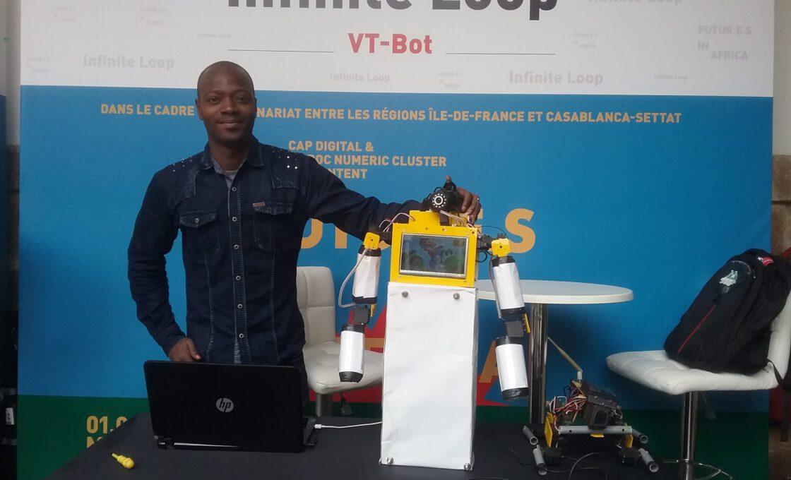 Sam Kodo au Maroc avec son robot VT-BOT