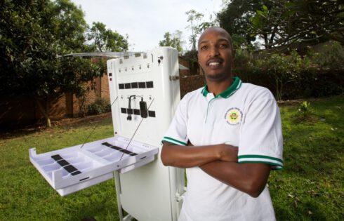 Rwanda :Des kiosques pour recharger 80 téléphones simultanément