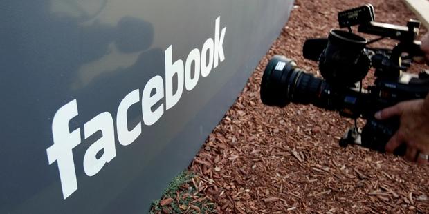 Facebook prévoit un outil de transfert  de  photos  sur Google photos