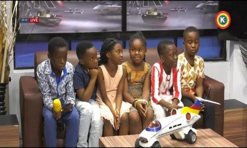 Ghana : sept enfants créent une 'voiture avion' en miniature