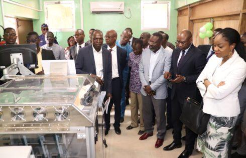 Togo : Les universités publiques équipées d'une Espresso Book Machine