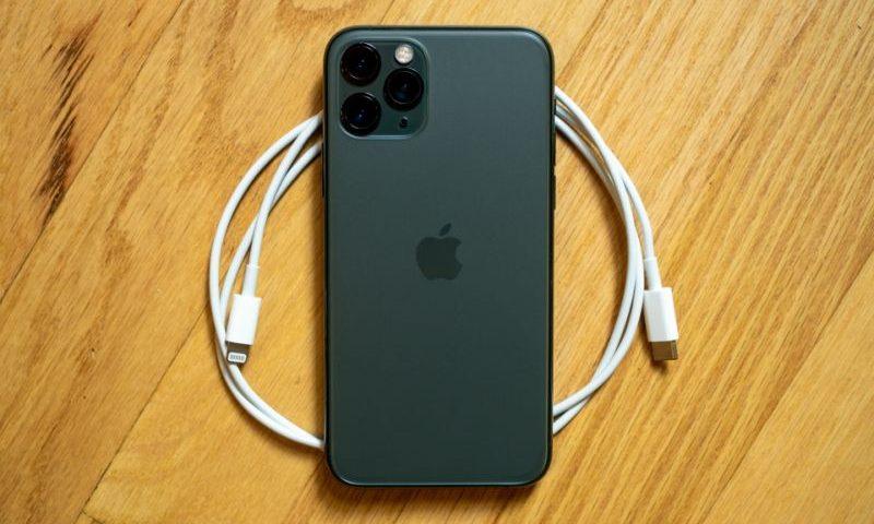 Tous les iPhone désormais vendus sans chargeurs ni écouteurs
