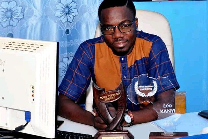Togo : un arnaqueur vole la population en usurpant le nom de l'entrepreneur Léo KANYI